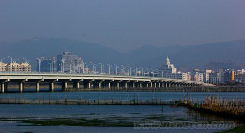 广东2亿盐洲跨海大桥因拖欠工钱被施工方封桥讨债